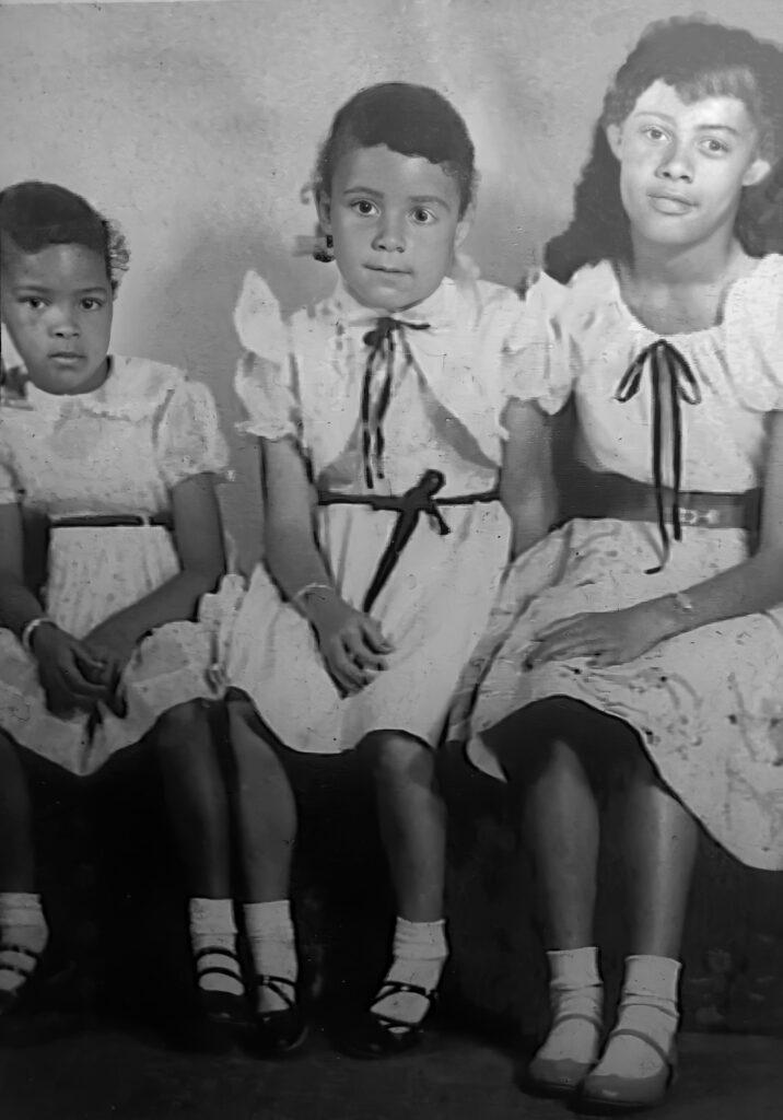 Shared by Via :Linnies children: ldell Jean Gloria Carolyn-restored